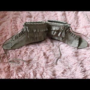 Fringe Ice Grey Sandals